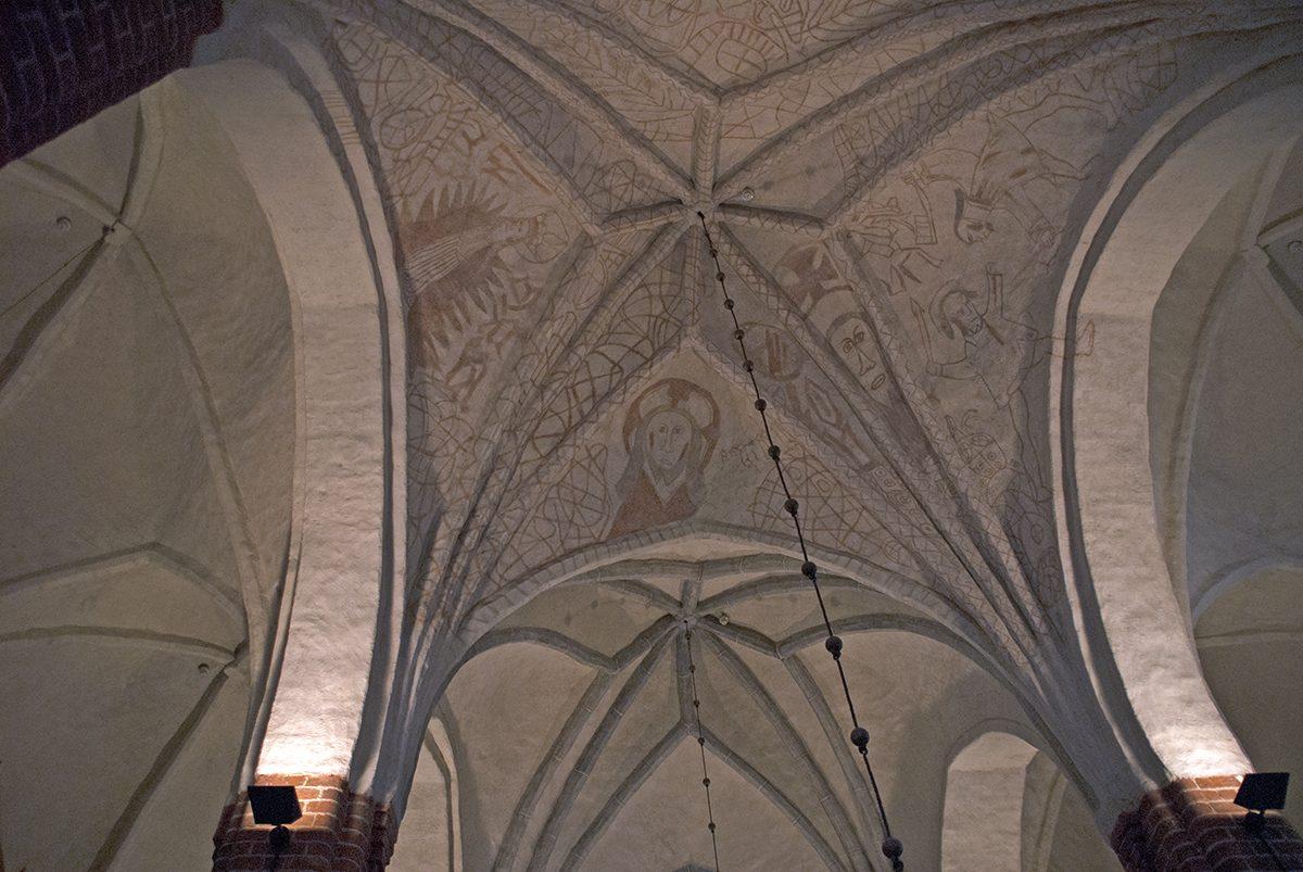 Pyhtään kirkon kalkkimaalaukset. Kuva: Visa Immonen.